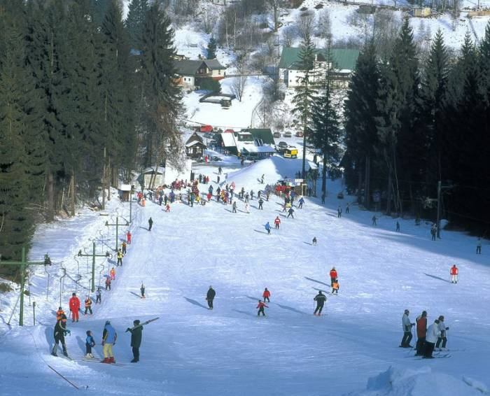 Na šumavském Špičáku pořád skvělé lyžování na metru sněhu