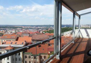 Skleněné zábradlí splňuje moderní podmínky i pro váš dům