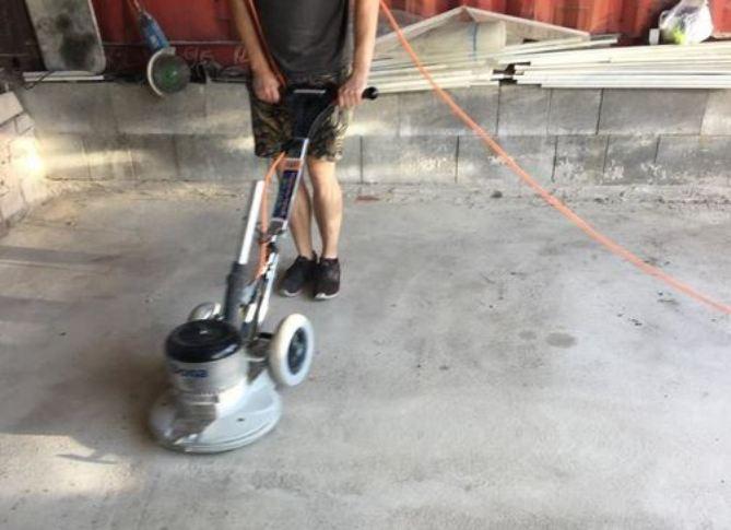 Jak na opravu betonové podlahy