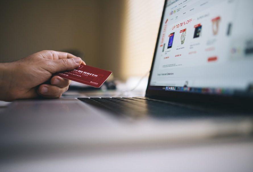 Rozdíl mezi kreditkou a debetkou