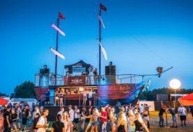Captain Morgan vyplouvá na festivaly s obří party lodí