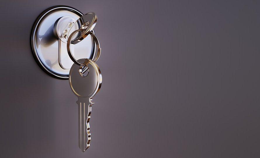 Co dělat, když se nám začne zasekávat klíč vzámku?