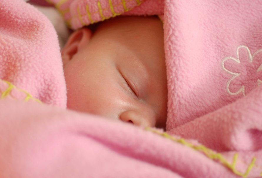 Dětská kolika: jak reagovat a co pomůže?