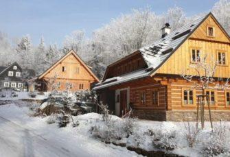 Romantická FaRRa: Vychutnejte pohostinnost Krkonoš v roubenkách Roubal!