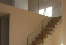 Skleněné zábradlí na schodiště? V současnosti největší trend