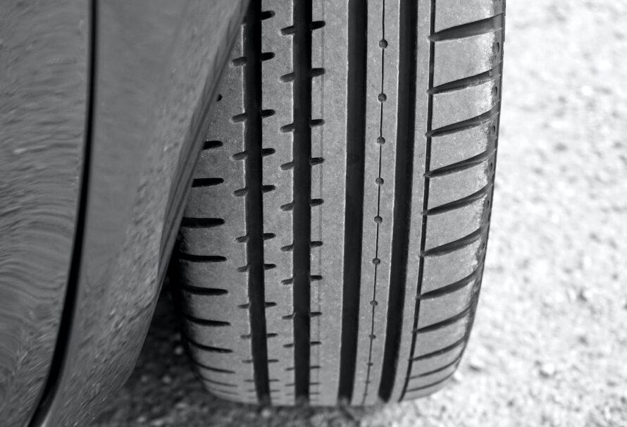 Jak často kontrolujete hloubku dezénu pneumatik?