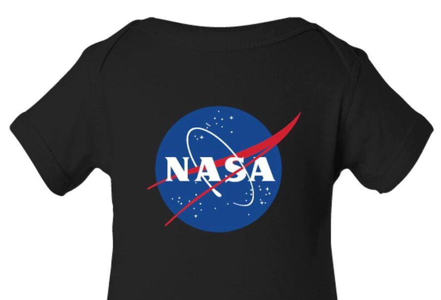 Do módních šatníků se úspěšně probojovalo oblečení NASA