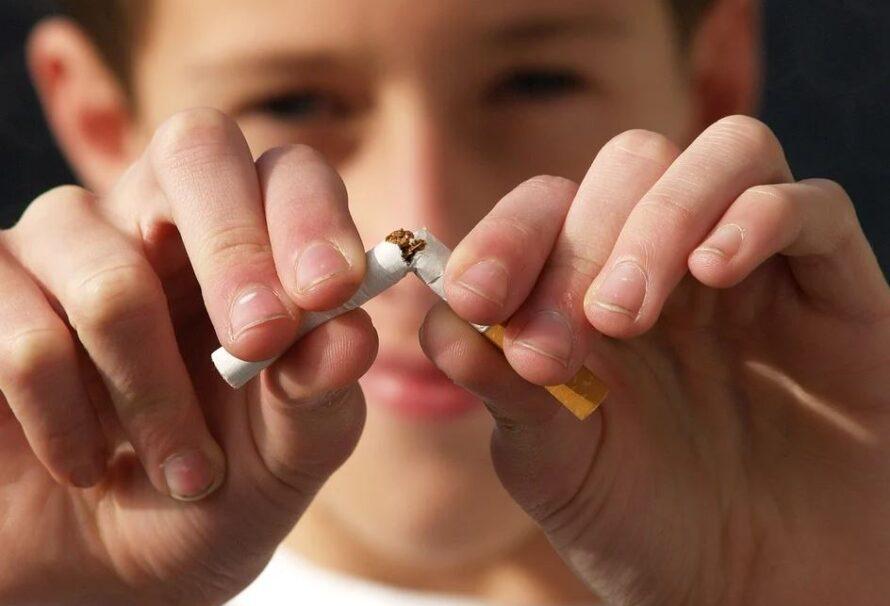 Cigarety a alkohol vás oberou o léta života. Přestaňte snimi včas